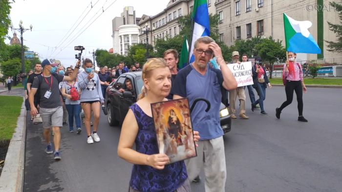 Кто и почему ежедневно ходит на митинги в Хабаровске