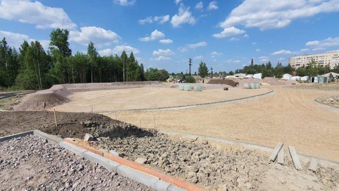 В Металлострое из пустыря к сентябрю сделают новый парк