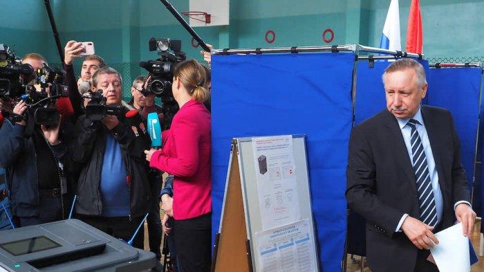 Как политическая жизнь Петербурга разрывается в клочья из-за жаждущих власти политиков